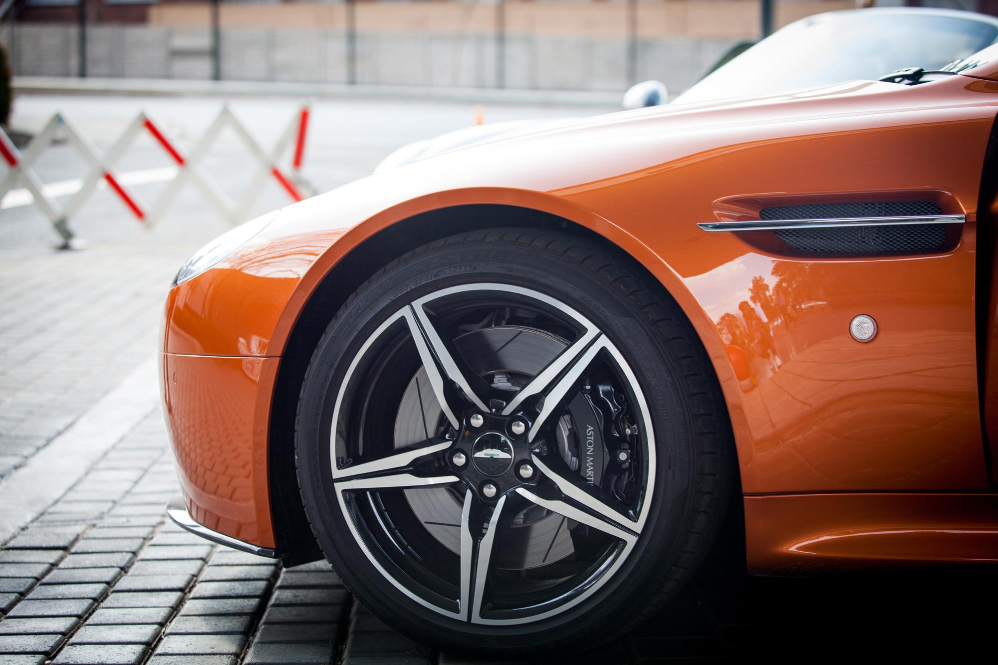 2014-Aston-Martin-Martin-Virage